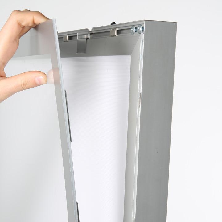 Pylon LED Illuminated Magnetic